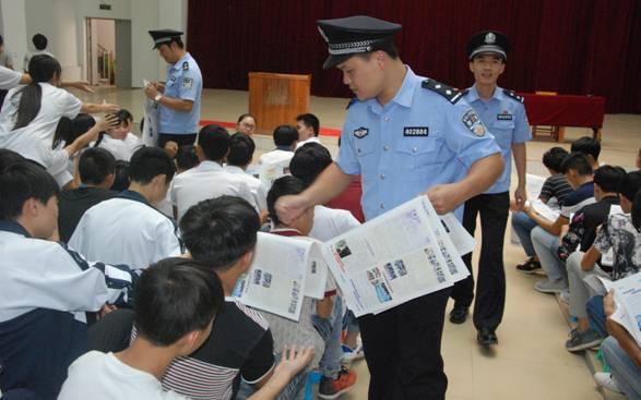 近日,长洲区公安分局干警到梧州市职业学院开展反邪宣传