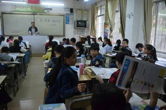 11月22日,倒水中学各班纷纷召开反邪教主题班会
